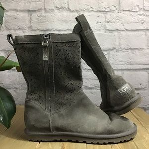 🍃 UGG Gray perforated low profile size 7 boots